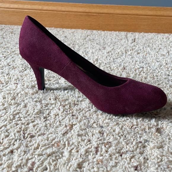 Super comfortable plum suede heels!